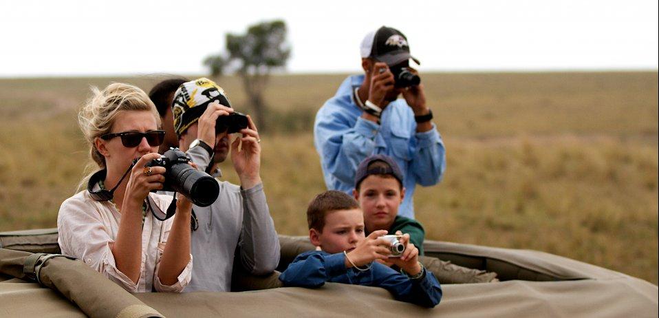family safari in africa credit steven dieveney