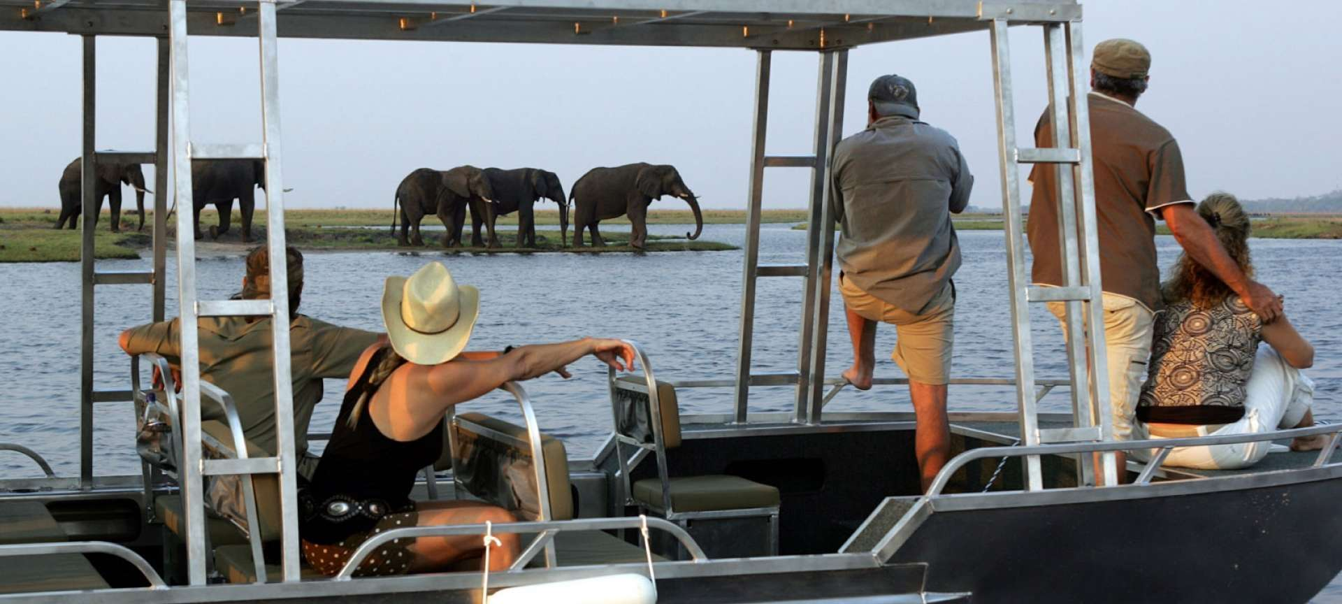 Houseboat safaris in Africa - Africa Wildlife Safaris