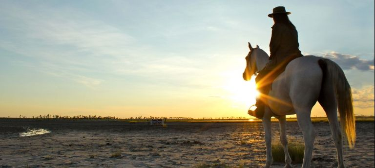 Sunset Ride | Horse Riding Safari on the Makgadikgadi Salt Pans (6 Days)