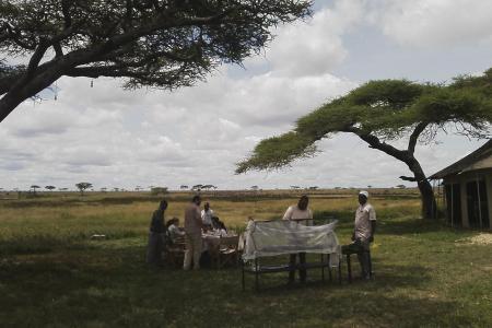 Guests viewing the migration at Namiri Plains